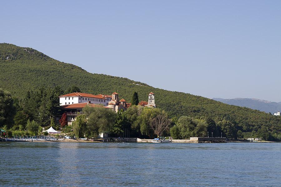 Св. Наум Охридски откъм Охридското езеро