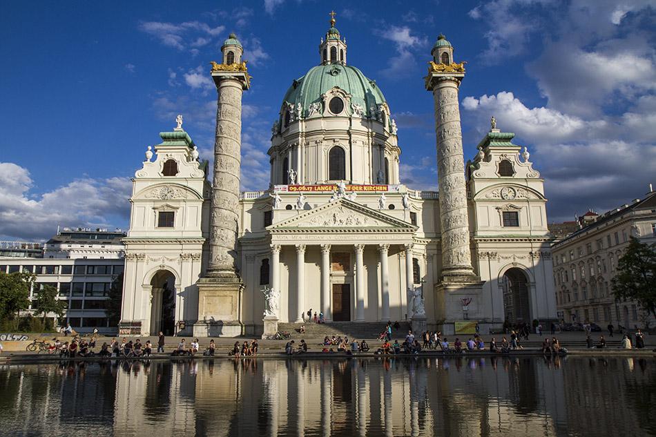 Католическият храм Св. Карл във Виена