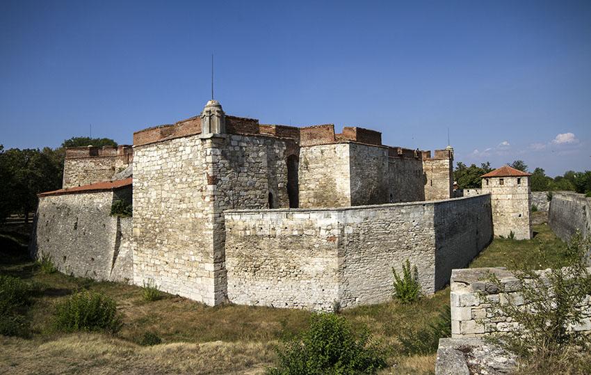 Крепостта Бабини Видини кули