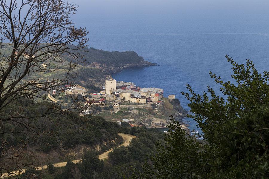 Манастир Пантократор (1363) - поглед от пътя от Карея