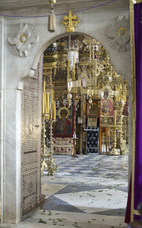 Наосът на католикона на Зограф през Страстната седмица