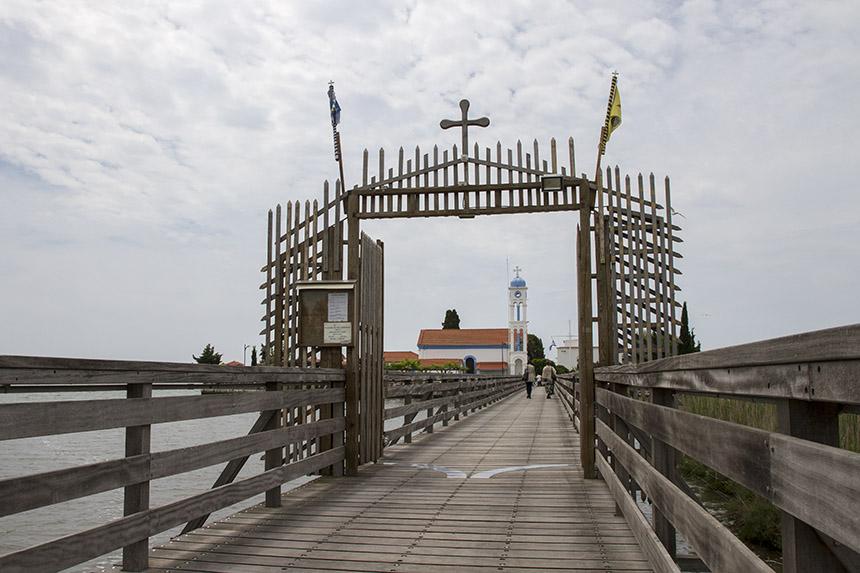 Ватопедският метох Св. Николай в езерото Вистонида, до Порто Лаго