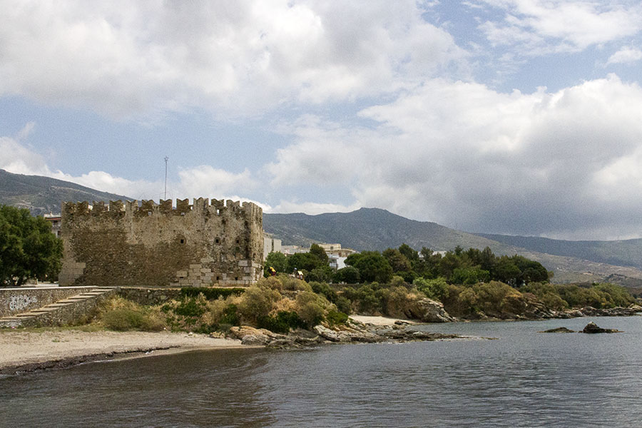 Венецианската крепост Бурдзи (Кастро; 1350) в Каристос, остров Евия
