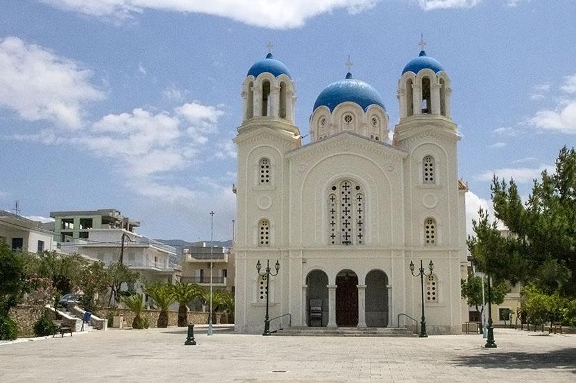 Църквата Св. Николай в Каристос, южната част на остров Евия