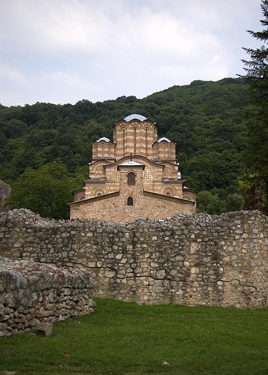 Църквата Св. Възнесение Господне в манастир Раваница (14. век) - задужбина на св. княз Лазар, тук са и мощите му