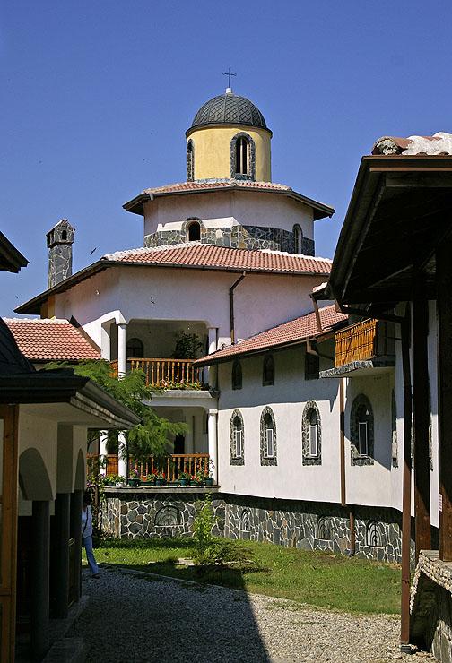 В Ресиловския манастир Покров Богородичен